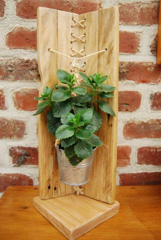 Woven wood pallet flower holder Do-It-Yourself Ideas Garden Ideas Recycled Pallets