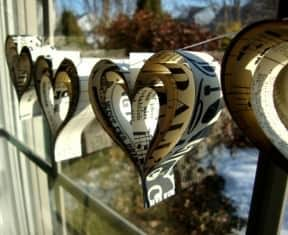 DIY: Valentine&#8217;s day paper hearts garland