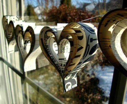DIY: Valentine's day paper hearts garland