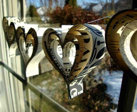 il 570xN.210947706 DIY: Valentines day paper hearts garland in paper diy  with Valentines day Paper &amp; Books heart garland DIY 