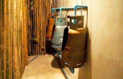 Urinal from repurposed gaz bottles