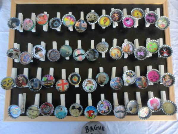 Bottle Caps and Meter-ribbon Jewels Accessories Do-It-Yourself Ideas Upcycled Jewelry Ideas