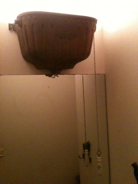 Water closet reservoir lamp