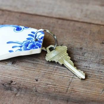 DIY: Upcycled Broken China Vase Into Keychain