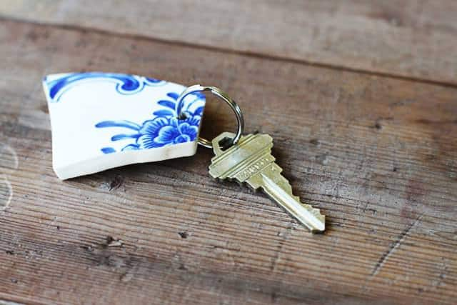 DIY: Upcycled Broken China Vase Into Keychain Accessories Do-It-Yourself Ideas