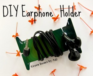 DIY: Upcycle Your Cards into Earphone Holder