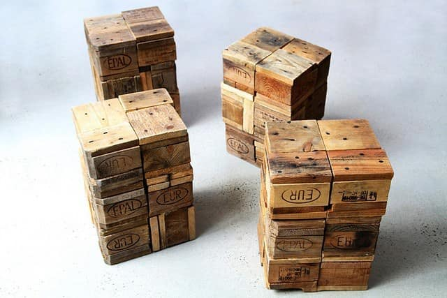 Shipping pallet stools • Recyclart