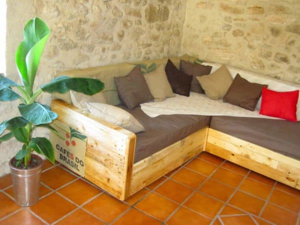 King size sofa made out of old furnitures Recycled Furniture Recycled Pallets