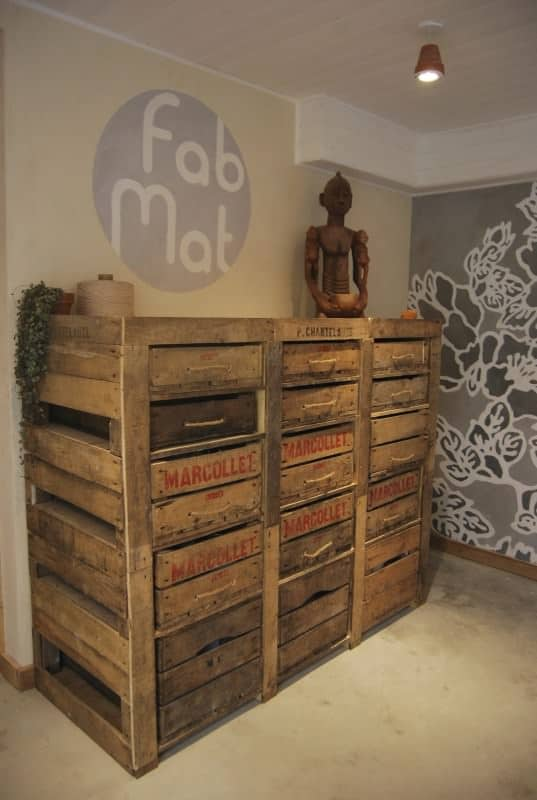 Upcycled pallets and apple wood box in furniture diy  with Wood Upcycled Pallets DIY