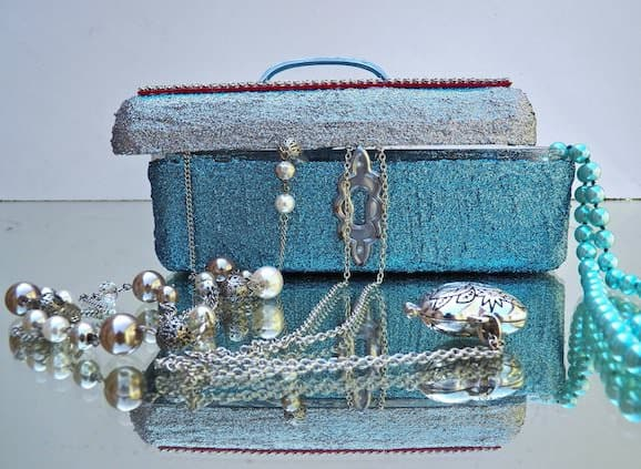 Ferrero Rocher Boxes Recycled Into Jewel Boxes Accessories