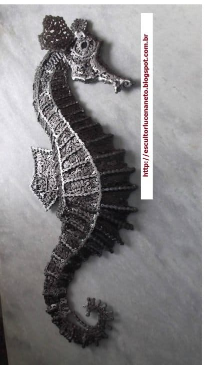 Seahorse made ​​with bicycle chains