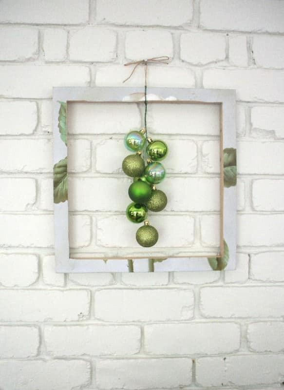 Framed Green Bubble Wreath Accessories