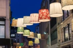 Paris Deco Off : repurposed lampshades in the street