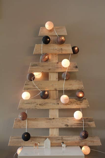 Chic pallet christmas tree in pallets 2 diy  with pallet garland christmas tree