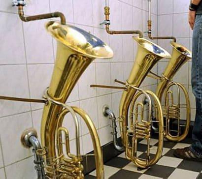 Trombones urinals