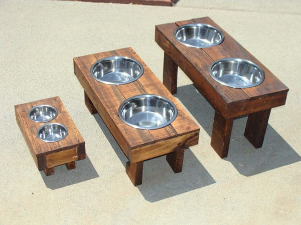 Raised dog food feeders in pallets 2 diy  with pets Pallets Feeders