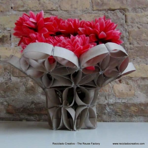 DIY: Vase made from toilet paper rolls in diy cardboard  with vase Upcycled Toilet Paper Roll recycling Recycled DIY