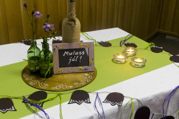 DIY: Recycled bottles for wedding decorations Do-It-Yourself Ideas Recycled Glass