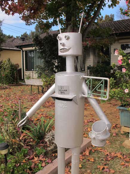 fairfield-west-robot-mailbox-2-um