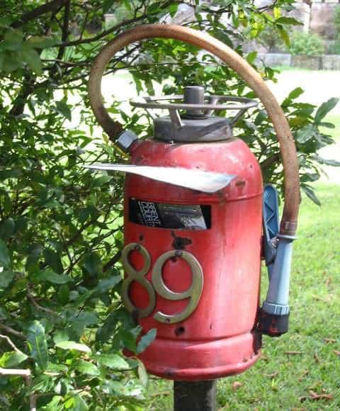 longueville-mailbox-fire-extinguisher-um