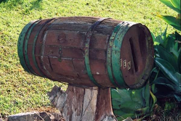 dundas-mailbox-barrel-um