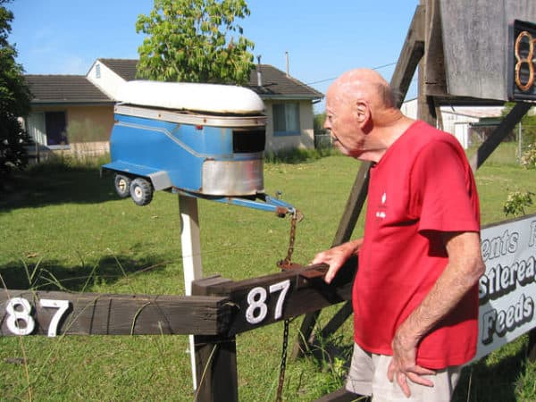 duffys-forest-mailbox-horsee-trailer-um