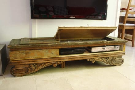 TV Stand from recycled materials / Mesa Auxiliar TV
