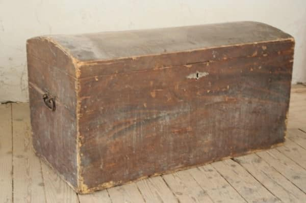 Upcycled Chest and Inner Tubes into a Vintage Sofa Recycled Furniture
