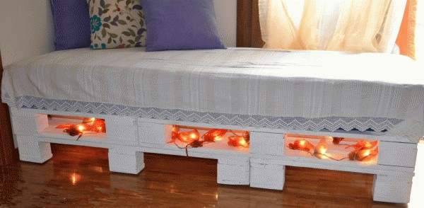Diy: Sofa-bed from Upcycled Pallets Do-It-Yourself Ideas Recycled Furniture Recycled Pallets