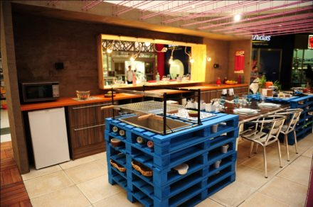 Pallets reused in the kitchen as a central island
