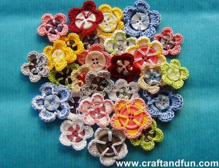 How to make a crochet flowers with recycled buttons