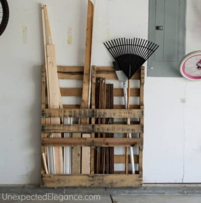 Pallet as free garage organization