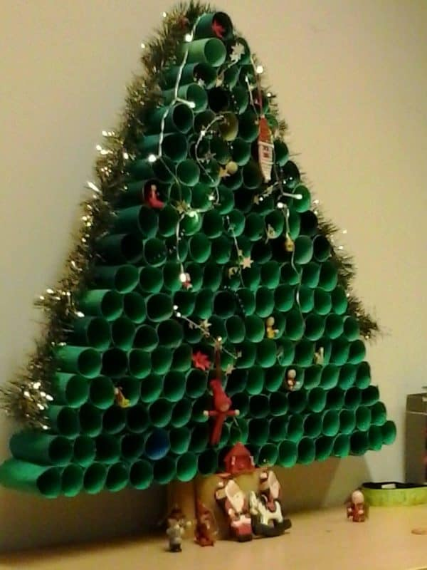 Toilet paper roll christmas tree recycled ideas recyclart - Sapin de noel en rouleau papier toilette ...