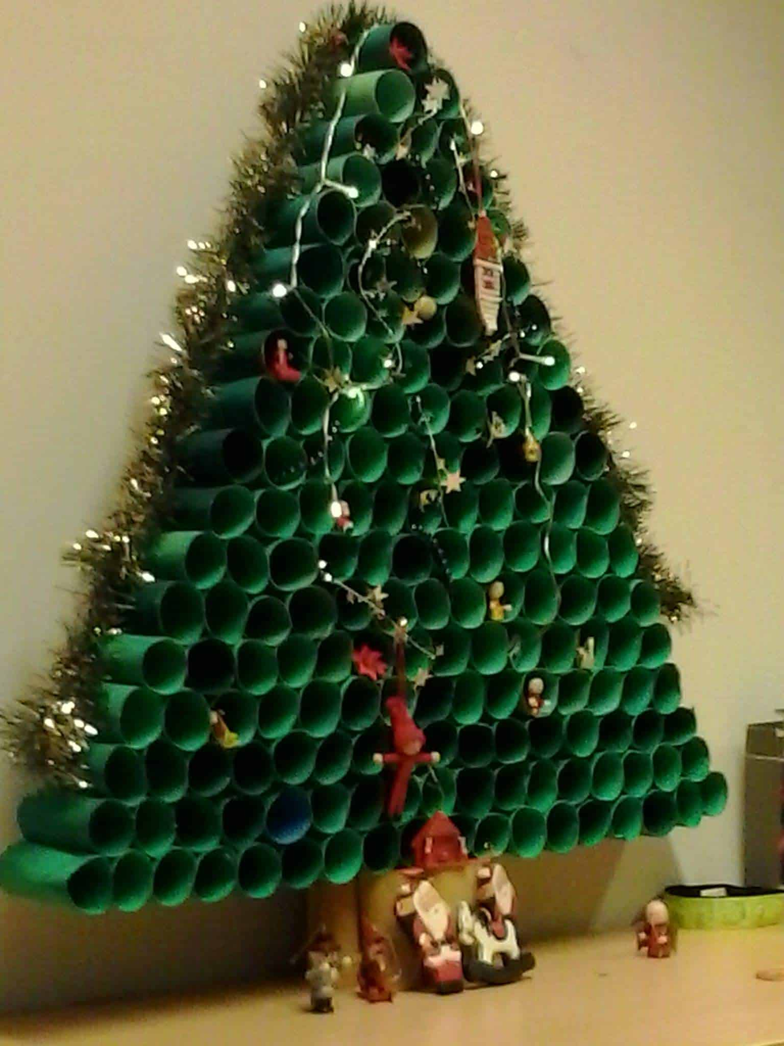 Toilet paper roll christmas tree recycled ideas recyclart - Comment faire un sapin de noel en papier ...