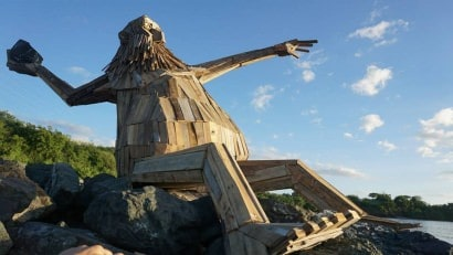 Hector Protector: giant reclaimed wood sculpture by Thomas Dambo in Puerto Rico