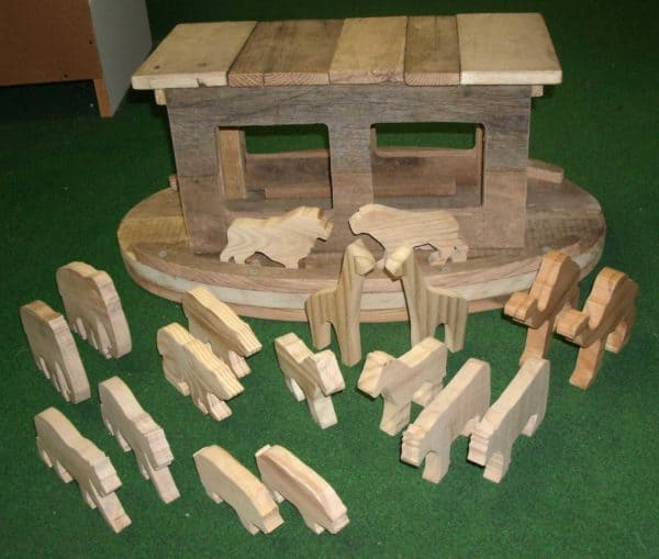 Noah's Ark and Animals from Recycled Pallet Wood Recycled Pallets