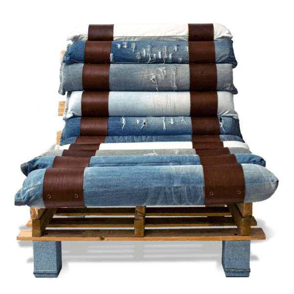 Lounge Chair Made out of Pallets and Denim • Recycled Ideas • Recyclart