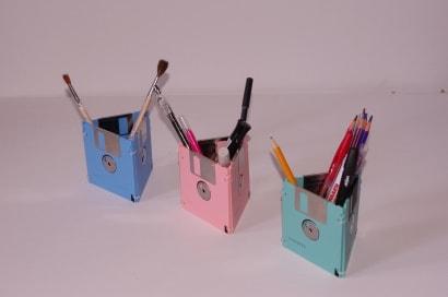Disquettes Recyclées en Boîtes à Stylos / Floppy Disks Into Pencil Cases