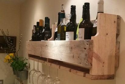 Simple Reclaimed Pallet Wine Rack