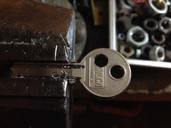 How To Recycle An Old Key In A Skull Button ? Accessories Do-It-Yourself Ideas