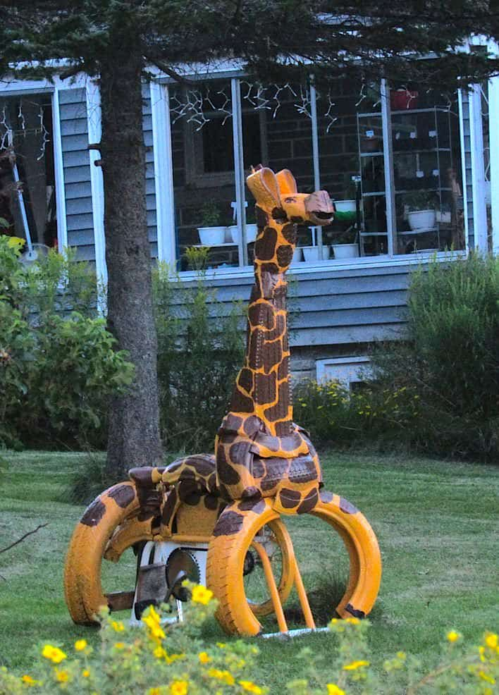 Girafe Stationnaire / Giraffe Made Out Of a Stationary Bike & Recycled Tires