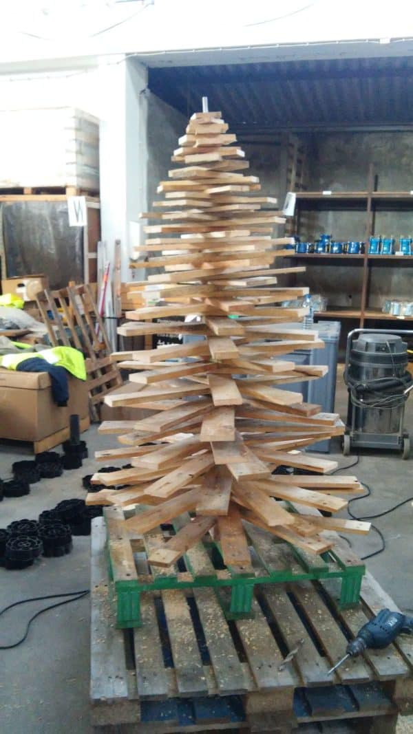 Christmas Trees Made with Recycled Materials Home & décor Recycled Pallets