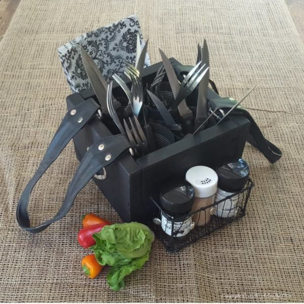 Turn An Old Handbag Into A Picnic Caddy Accessories