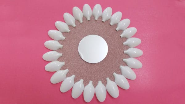 Recycled DIY Projects: How To Make Plastic Spoons & Mirror Wall Decor Do-It-Yourself Ideas