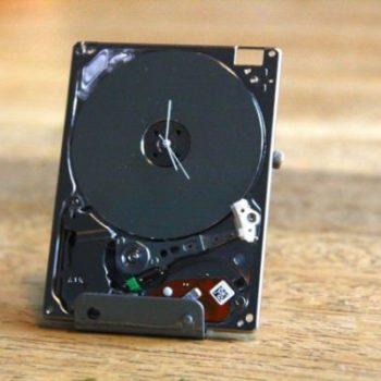 iPod Hard Drive Turned Into Tiny Clock
