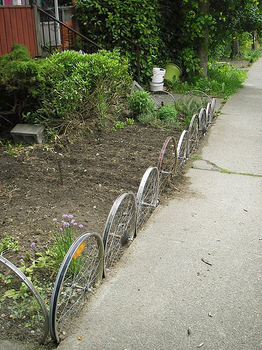 Fence From Upcycled Bike Wheels Garden Ideas Upcycled Bicycle Parts
