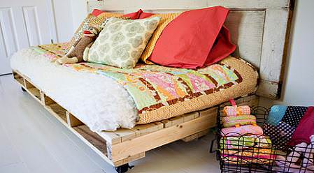 Sofas Made From Repurposed Pallets Do-It-Yourself Ideas Recycled Furniture Recycled Pallets Wood & Organic