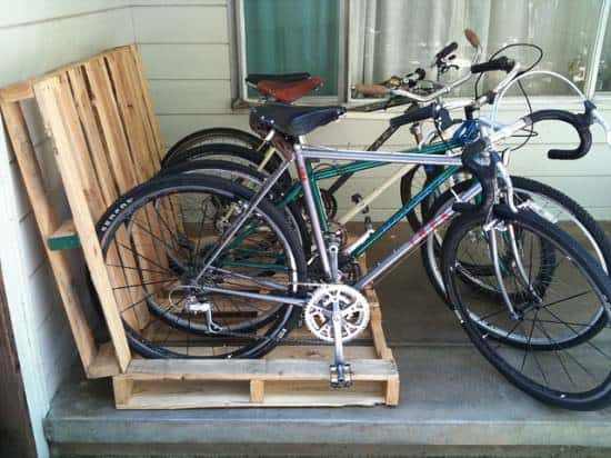 Pallet = Easy Bikerack Do-It-Yourself Ideas Recycled Pallets Upcycled Bicycle Parts