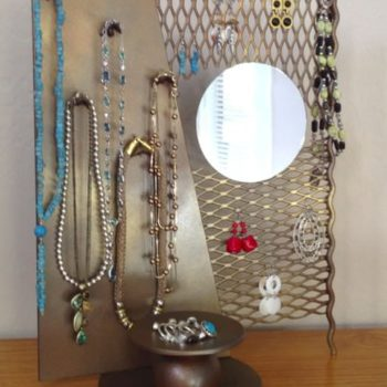From scrap metal to jewelry stand