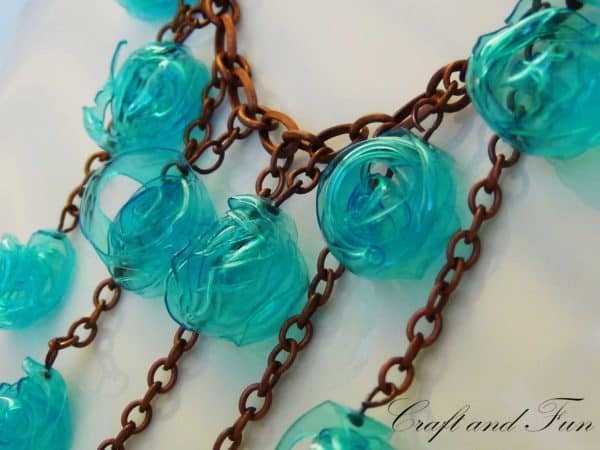 tutorial necklace made with recycled plastic bottle